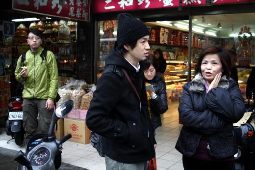 二和珍というお菓子やさんのオーナーである台湾の母に道を教わる