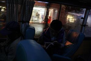 ホテルに向かうバスの中
